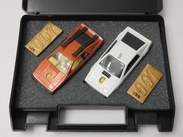 Limited Edition Corgi James Bond  007 Lotus collection. COLLECTOR MAGAZINE  EXCLUSIVE SET