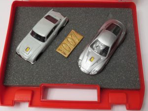CORGI | Collector Magazine Exclusive and Limited Edition | 007 Bond Past and Present collection