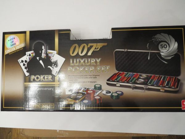 Cartamundi James Bond 007 Casino Royale Ultimate Luxury Poker Set