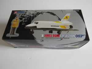 CORGI CLASSICS | BOND 007 | SPACE SHUTTLE AND DRAX FIGURE SET