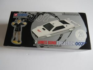 Corgi Classics 20th Anniversary Set 65001 James Bond 007  Lotus Esprit submarine and jaws figure set